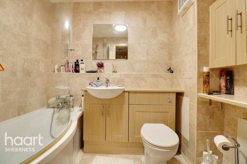 2 bedroom apartment for sale - Barkers Court, Sittingbourne