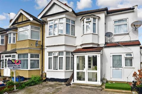 3 bedroom terraced house for sale - Lyndhurst Gardens, Ilford, Essex