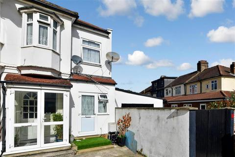 1 bedroom end of terrace house for sale - Lyndhurst Gardens, Ilford, Essex