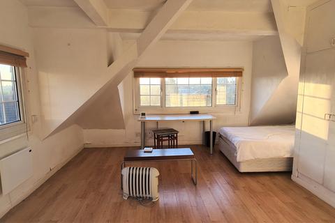 Studio to rent - CAT HILL, BARNET, EN4