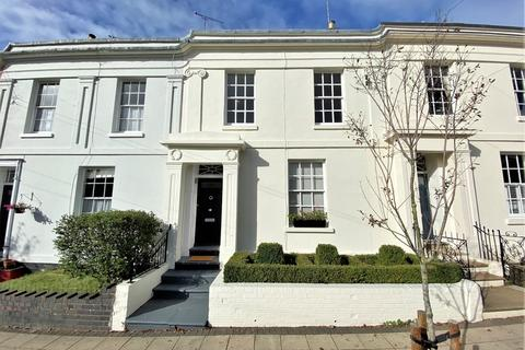 4 bedroom terraced house to rent - Grove Street, Leamington Spa