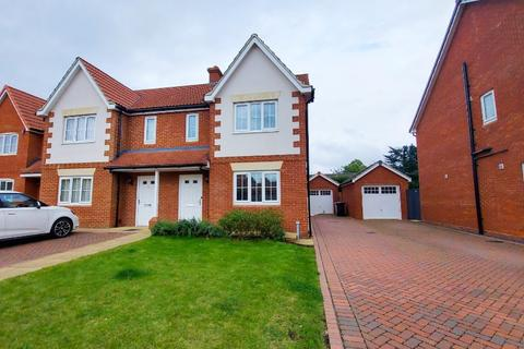 3 bedroom semi-detached house to rent - Garden Close, Grantham, NG31