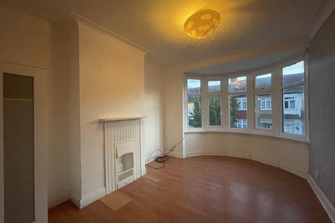 3 bedroom apartment to rent - Maybank Avenue, Wembley, HA0 2TQ