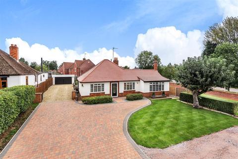 3 bedroom bungalow for sale - Watering Lane, Collingtree