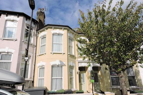 1 bedroom in a house share to rent - Duckett Road, London