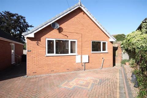 2 bedroom detached bungalow for sale - Devonshire Avenue East, Hasland, Chesterfield, Derbyshire, S41
