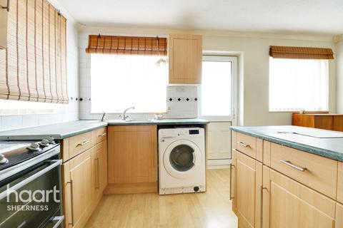 3 bedroom semi-detached house for sale - Southsea Avenue, Sheerness