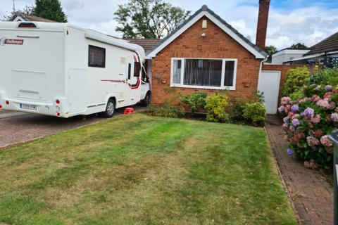 2 bedroom bungalow to rent - Kittoe Road, Four Oaks, Sutton Coldfield, B74