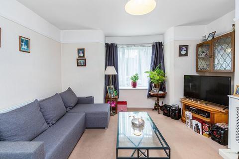 2 bedroom flat for sale - Woodfarrs, London SE5