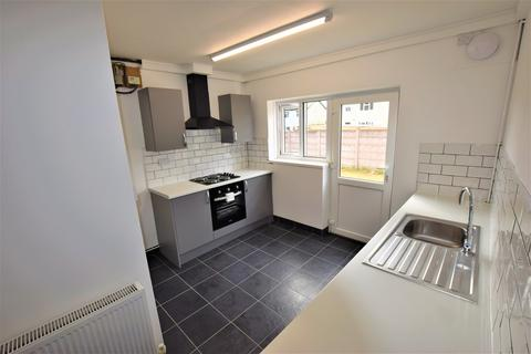 3 bedroom semi-detached house to rent - Chell Grove, Newcastle-Under-Lyme, STOKE-ON-TRENT