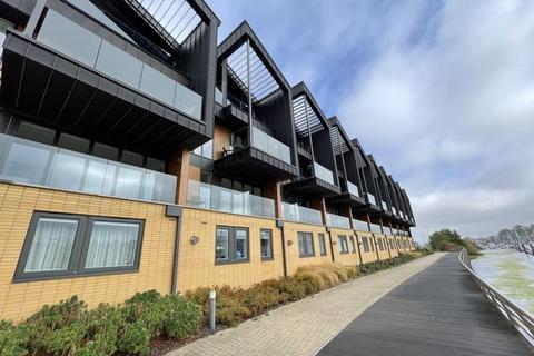 4 bedroom terraced house for sale - 30 Dan Donovan Way, Cardiff CF11 0JZ