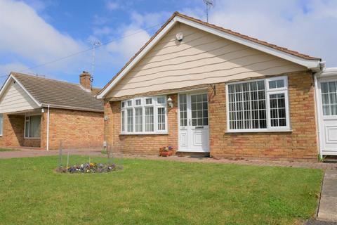 3 bedroom bungalow to rent - Shelden Drive, Rainham , Kent