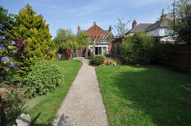 8 Bedrooms Detached House for sale in Queen Street, Withernsea, HU19 2LG