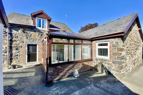 3 bedroom detached house for sale - Town Hill, Llanrwst