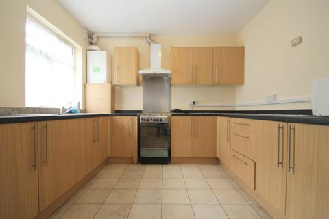 5 bedroom flat to rent - Ardleigh Green Road, Hornchurch, RM11