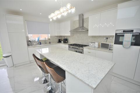 4 bedroom terraced house to rent - South Park Drive, ILFORD, IG3