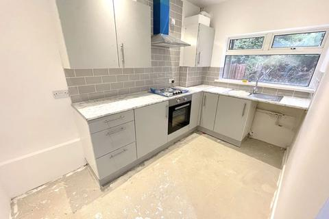 2 bedroom ground floor flat to rent - Whitegate Road, Southend-On-Sea