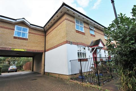 3 bedroom end of terrace house for sale - Leigh Hunt Drive, Southgate, N14