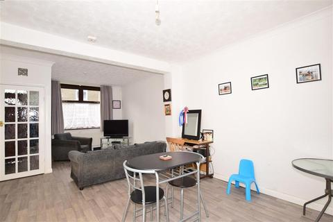 3 bedroom terraced house for sale - Winstanley Road, Sheerness, Kent