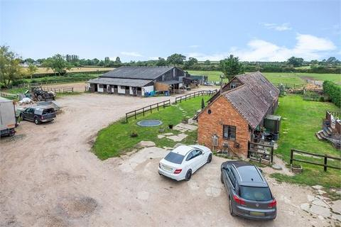 4 bedroom equestrian property for sale - Grendon Road, Kingswood, Buckinghamshire.