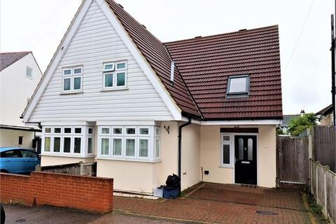 3 bedroom semi-detached house to rent - Southbourne Grove, Westcliff on Sea, Westcliff on Sea,