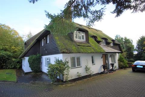 5 bedroom cottage to rent - South View Road, Pinner