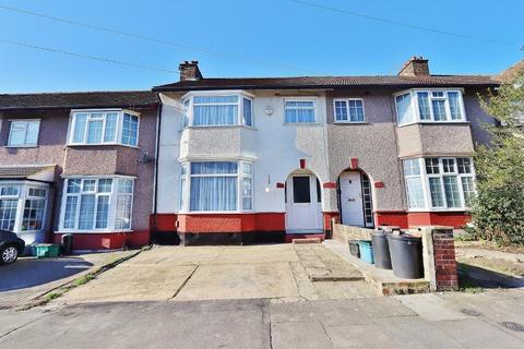 3 bedroom terraced house for sale - Buxton Road, Newbury Park, Ilford, IG2
