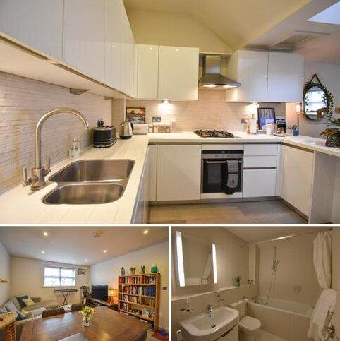 2 bedroom flat to rent - Hemnall Street, Epping CM16
