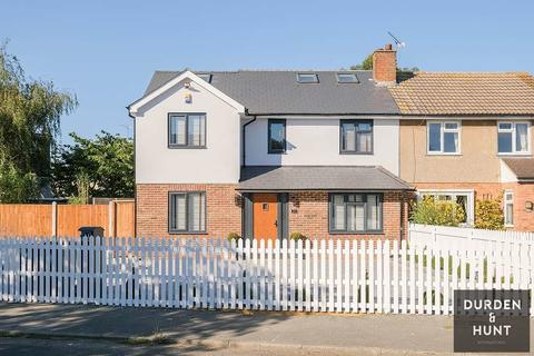 5 bedroom semi-detached house for sale - Coopers Close, Chigwell, IG7