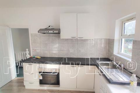 2 bedroom house to rent - Park Road , First Floor Flat, Ilford