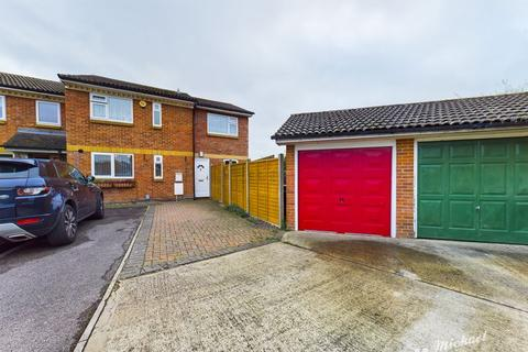4 bedroom end of terrace house for sale - Fall Close, Savernake