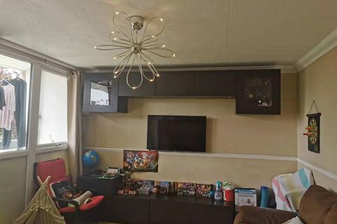 2 bedroom flat for sale - Buckthorne House 43 Yellowpine Way Chigwell