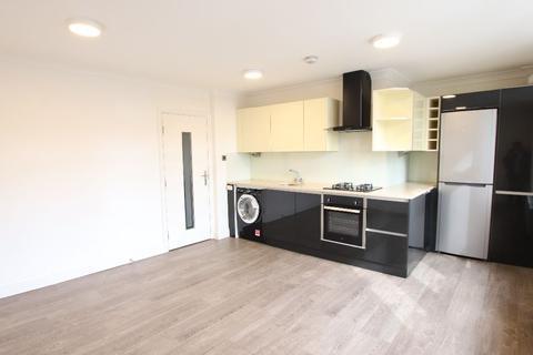 2 bedroom flat to rent - Friern Barnet, London