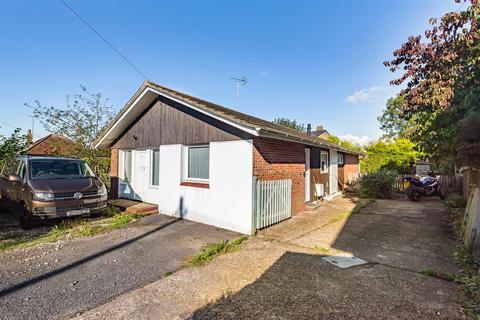 3 bedroom detached bungalow for sale - Staples Barn Lane, Henfield