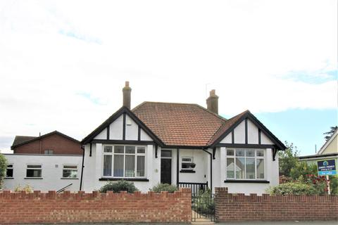 3 bedroom bungalow for sale - Queenborough Road, Minster On Sea, Sheerness