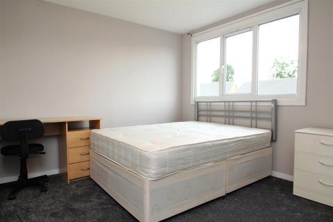 5 bedroom terraced house to rent - Greatfields Drive, Uxbridge