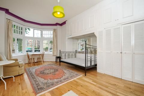 Studio to rent - Princes Avenue Muswell Hill N10