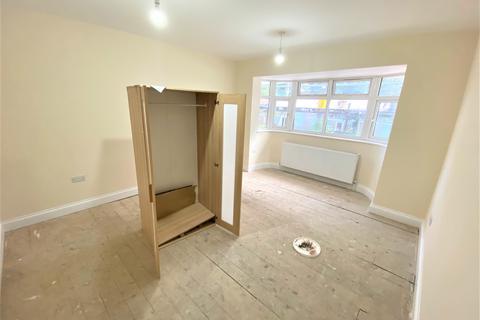 3 bedroom semi-detached house to rent - Longbridge Road, Barking IG11