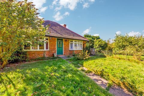 2 bedroom detached bungalow for sale - Capel Road, Rusper