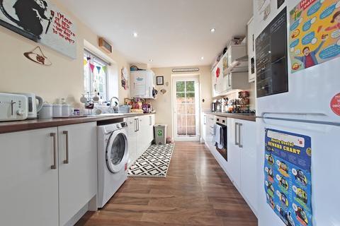 3 bedroom semi-detached house for sale - St Ninians Walk, Victoria Avenue