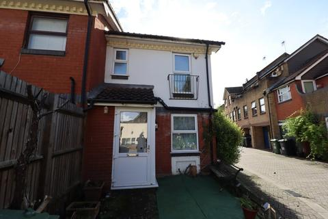 3 bedroom end of terrace house to rent - Greenland Mews, Deptford