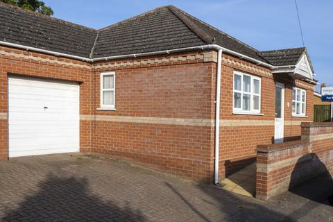 2 bedroom semi-detached bungalow to rent - Noels Walk, Beccles