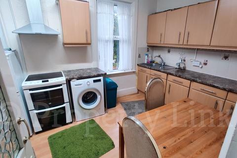 3 bedroom flat to rent - Three Bedroom First Floor Flat, Valentines Road, Ilford, IG1
