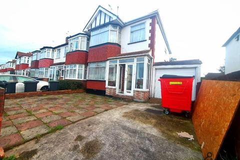 3 bedroom detached house to rent - New Park Avenue, Enfield, London, N13 5NA
