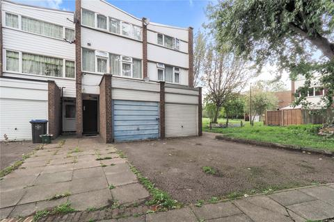 3 bedroom terraced house for sale - Tillett Close, London, NW10