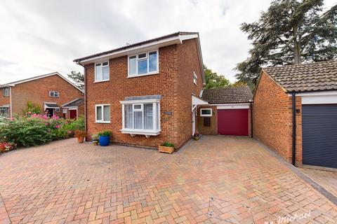 4 bedroom detached house for sale - Southwold Close, Aylesbury