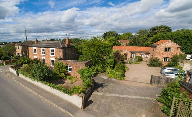 4 Bedrooms Farm House Character Property for sale in Upperthorpe Road, Westwoodside, DN9