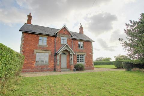 5 bedroom detached house for sale - Roos Road, Garton, Hull
