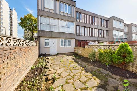 5 bedroom terraced house to rent - Hartslock Drive, Abbeywood SE2 9UU