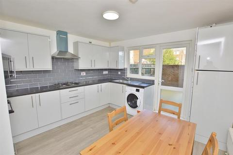 4 bedroom terraced house to rent - James Close, London, E13 9BB